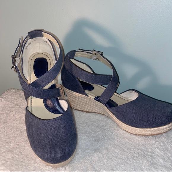boc Shoes - b.o.c. Cross-strap Espadrille Wedge Size 9M